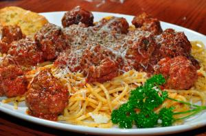 Spaghetti_and_meatballs_1