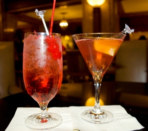 Shirley_Temple_&_Cosmopolitan_cocktails